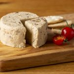 Hartington_Pebble_Caramelised_Onion_01_C_Peakland_White_Cheese