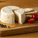 Hartington_Pebble_Pepper_01_C_Peakland_White_Cheese
