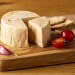 Hartington_Pebble_Tomato_Garlic_01_C_Peakland_White_Cheese