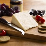 hartington_wedge_peakland_white_02_cheese