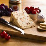 hartington_wedge_tomato_garlic_02_cheese